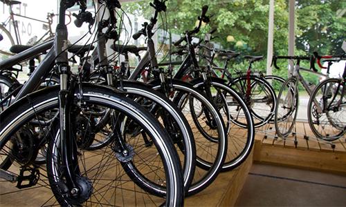 nicotec-brugge-fietsen-in-rij